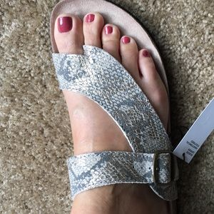 Shoes - 🌸NWT comfortable sandals